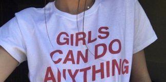 Dziewczyna w koszulce GIRLS CAN DO ANYTHING