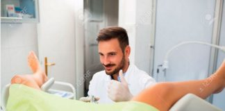 Ginekolog pokazujący kciuk w górę