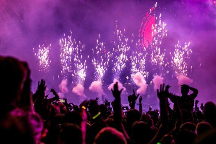 Widok na publiczność w trakcie festiwalu
