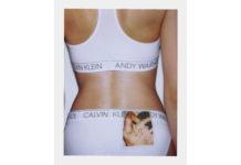 Plecy dziewczyny z widocznymi majtkami i biustnoszem Andy Warhol Calvin Klein