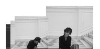 Na zdjeciu widzimy dwa czarnobiale polaczone w jedno zdjecia na nich widac schody i siedzaca na nich mloda dziewczyne