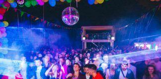 tłum na imprezie w klubie Iskra