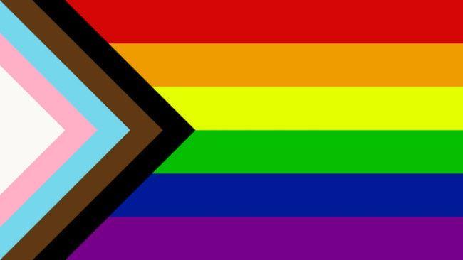 Nowa flaga ruchu LGBTQ+ zaprojektowana w 2018 roku przez Quasara.