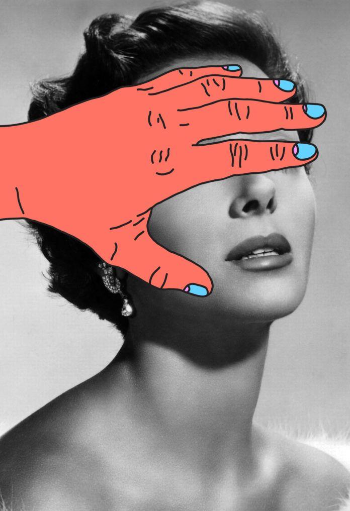 Czarno-biały portret kobiety z oczami zarytymi dorysowaną, kolorową ręką