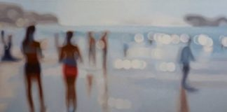 obraz sprawiający wrażenie nieostrego zdjęcia przedstawiający ludzi na plaży