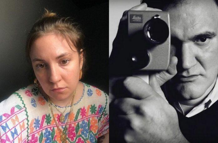 Kobieta w kolorywm swetrze i mężczyzna trzymający kamerę