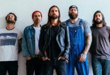 Zdjęcie członków amerykańskiego zespoły metalcorowego Every Time I Die na tle białej ściany