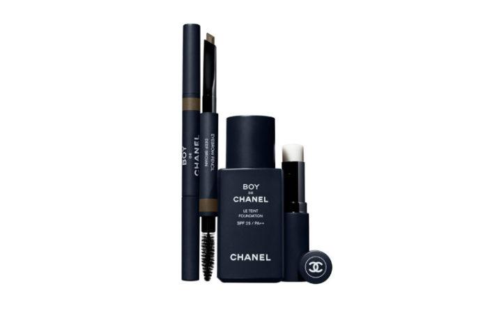 Kosmetyki do makijażu dla mężczyzn linii Boy de Chanel w tym balsam do ust, kredka do oczu i lekki podkład korygujący