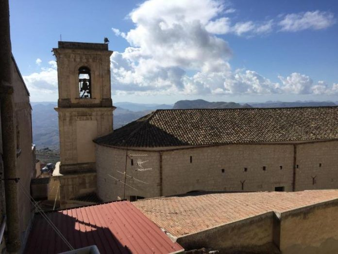stara architektura wloska na Sycylii dom koloe jasny