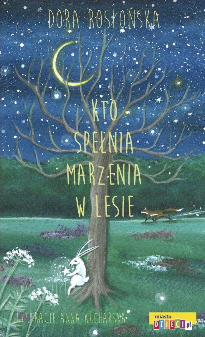 Na zdjeciu jest okladka ksiazki na ktorej jest ilustracja noc drzewa ksiezyca i lesnych zwierzat