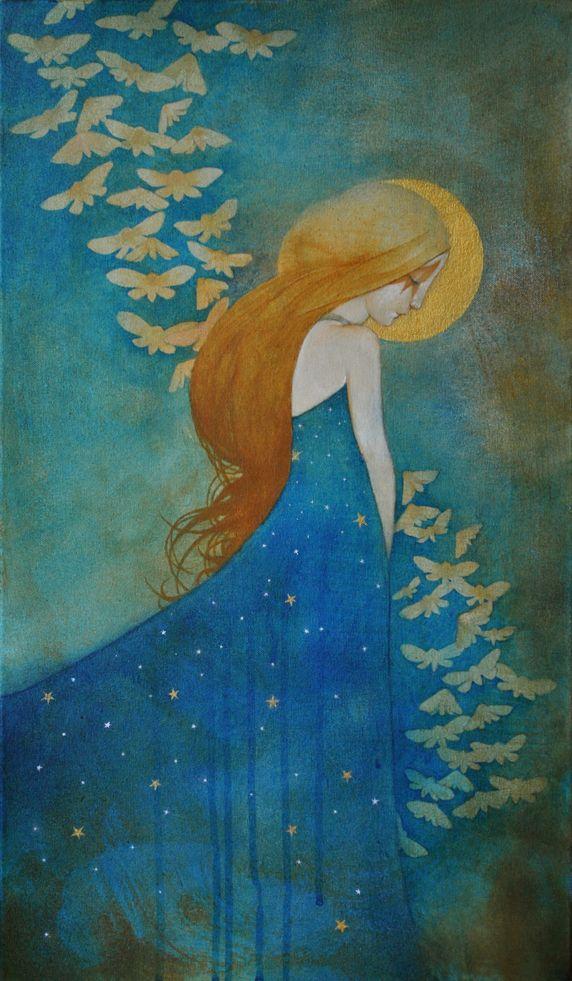 Na zdjeciu widzimy ilustracje rudej dziewczyny w niebieskiej sukience i lecacymi motylami