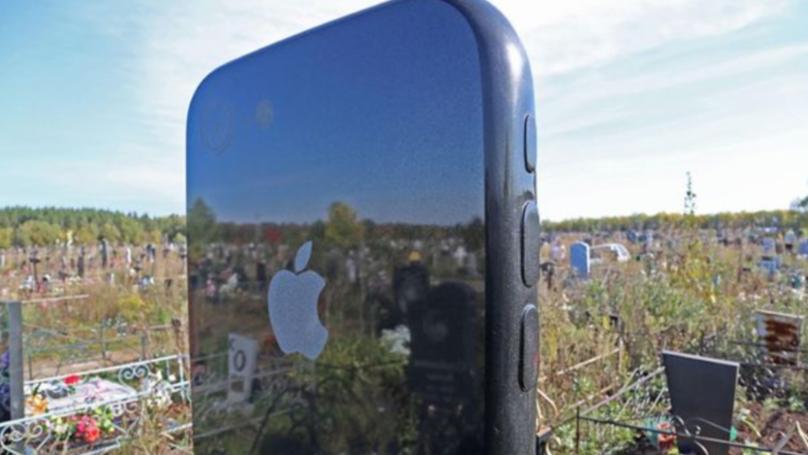 Logo Apple na nagrobku
