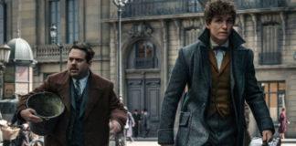 newt scamander i jacob kowalski idący ulicą