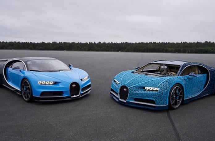 Dwa niebieskie samochody