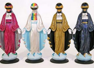 Cztery figurki Maryjek przerobione na symbole popkulutury