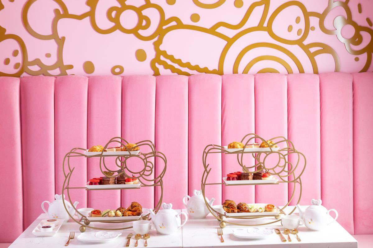 Różowe wnętrze kawiarni Hello Kitty