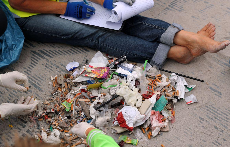 śmieci zebrane z plaży