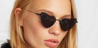 Dziewczyna w okularach ze szkłami w kształcie serc