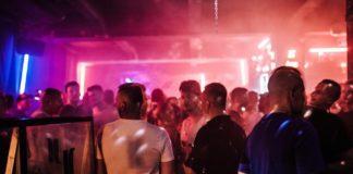 Ludzie w klubie Jasna 1