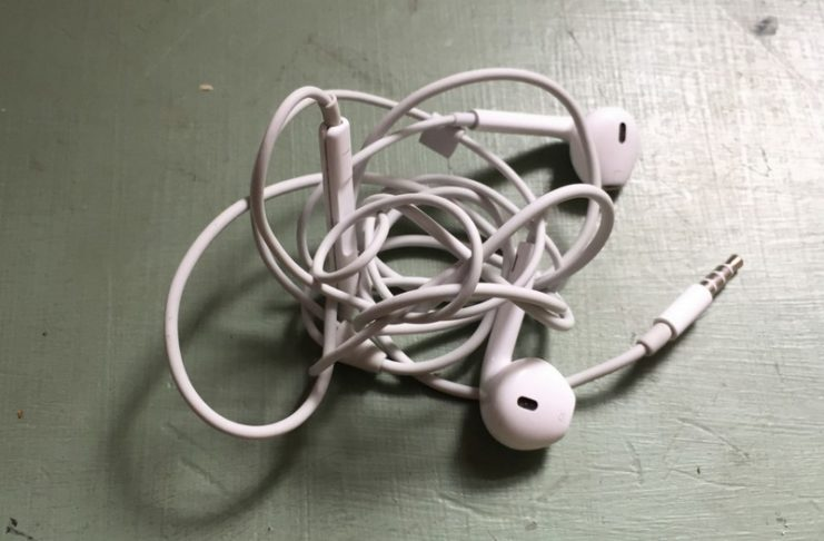 Poplątane słuchawki