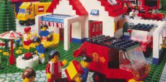 Zestaw klocków lego z domem, samochodami i ludzikami