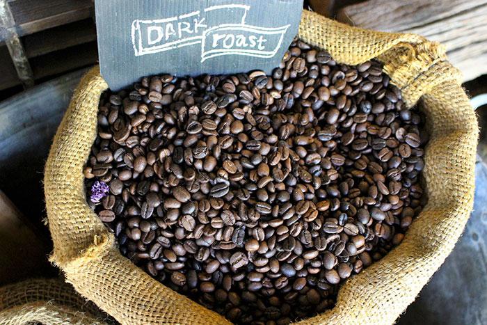 prażona kawa w worku