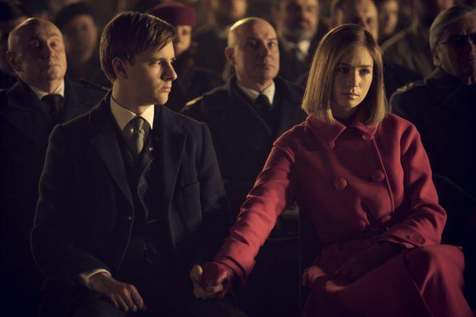 Kobieta i mężczyzna siedzący na widowni