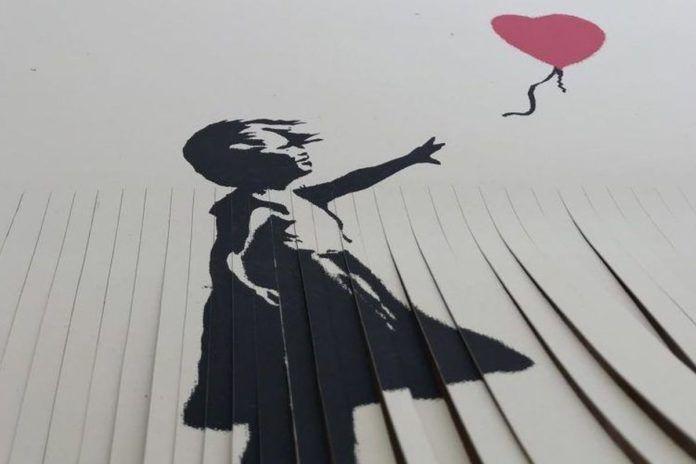 Pocięta kartka z dziewczyną z balonem