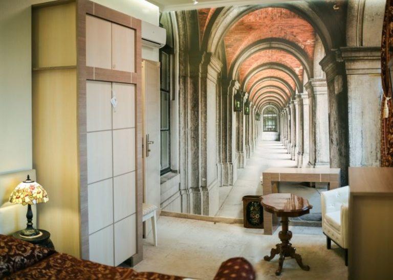 Wnętrze sypialni w klasycznym stylu