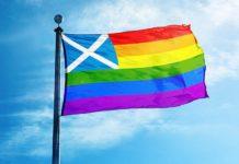 Flaga Szkocji połączona z tęczową flagą