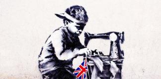 Mural przedstawiajacy dziecko z maszyną do szycia