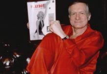 Mężczyzna w czerwonej, jedwabnej piżamie
