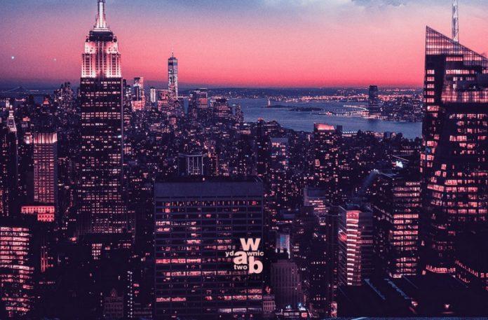 Widok miasta o zachodzie słońca