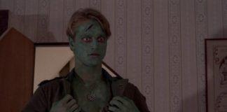 Mężczyzna pomalowany na zielono