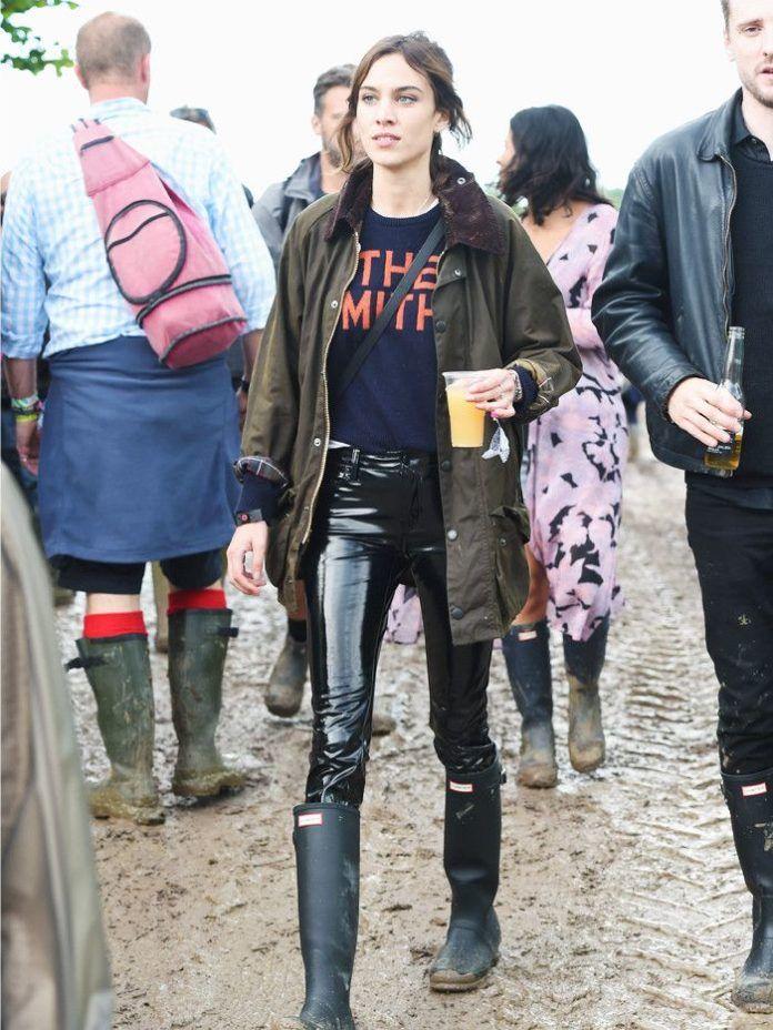 Dziewczyna w lateksowych spodniach