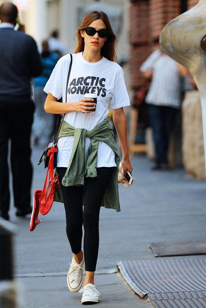 Dziewczyna w koszulce Artic Monkeys