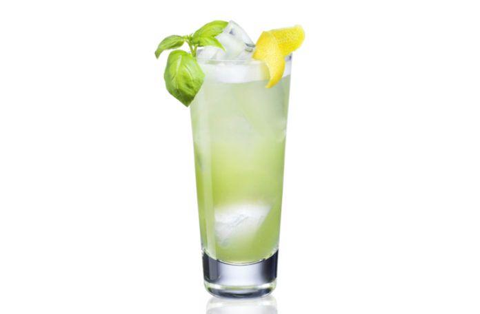 Zielony drink w wysokiej szklance