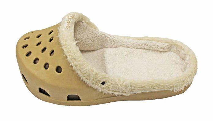 but typu crocs w kolorze beżowym, wyścielony polarem