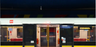Pociąg metra w Warszawie