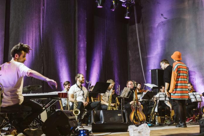 Zdjęcie orkiestry na próbie
