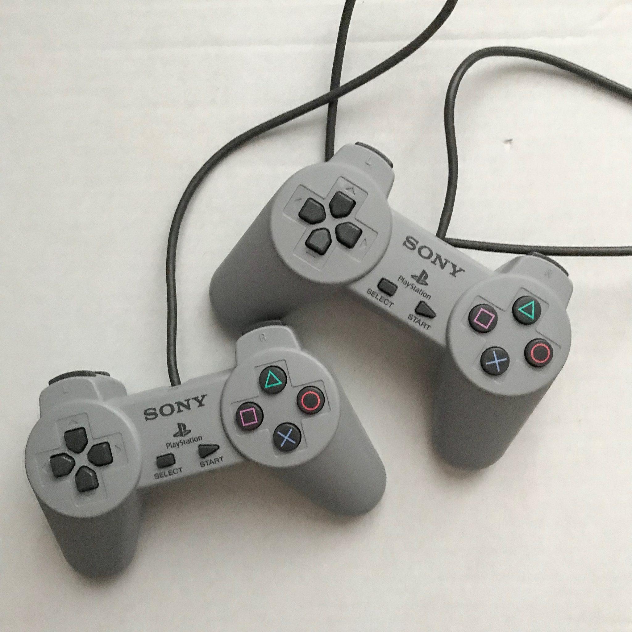 Dwa pady PlayStation Classic