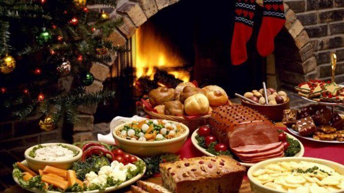 Stół z potrawami wigilijnymi