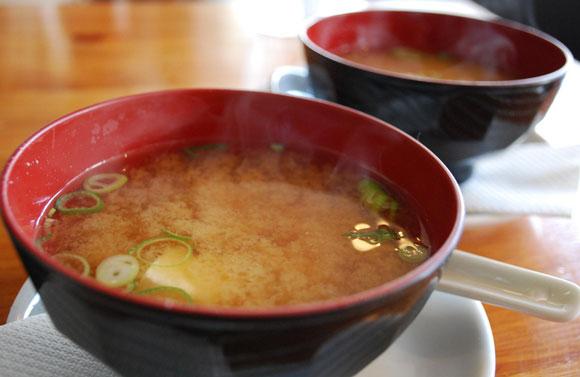 Dwie miski z zupą