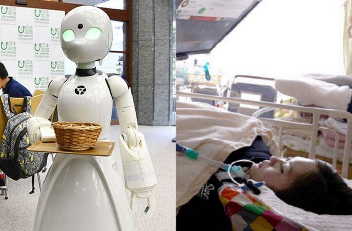 Robot z tacką w ręku i osoba leżąca na szpitalnym łóżku