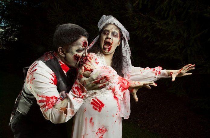 Dwójka ludzi przebrana za zombie