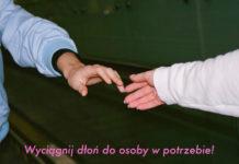 Dwie dłonie wyciągnięte do siebie