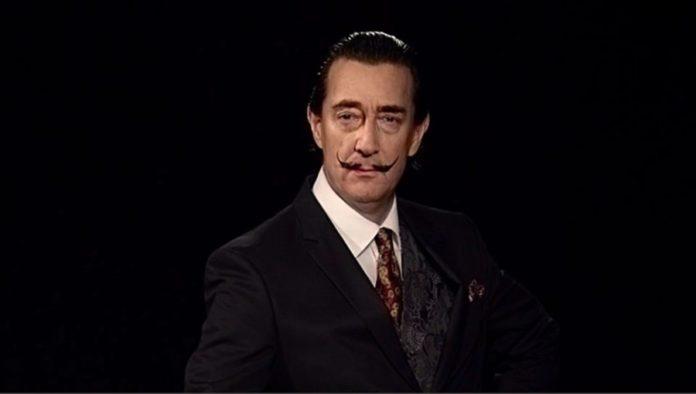 Zdjęcie mężczyzny na czarnym tle w garniturze