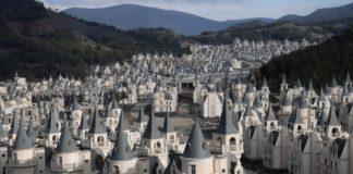 Osiedle składające się z identycznych pałacyków