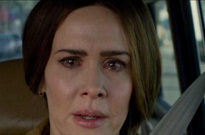Kobieta z przekrwionymi oczami