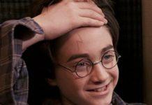 Chłopiec z blizną w kształcie pioruna